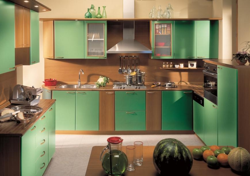 Composizione cucina in noce verde mela su struttura noce - Bagno verde mela ...
