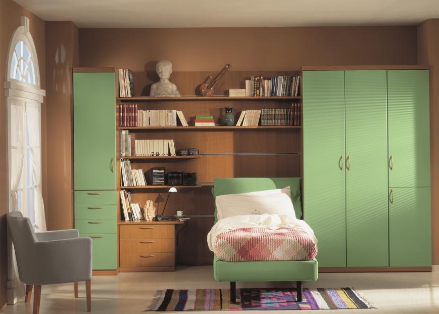 Cameretta in laminato noce e ante verdemela benigni mobili - Pareti disegnate per camerette ...