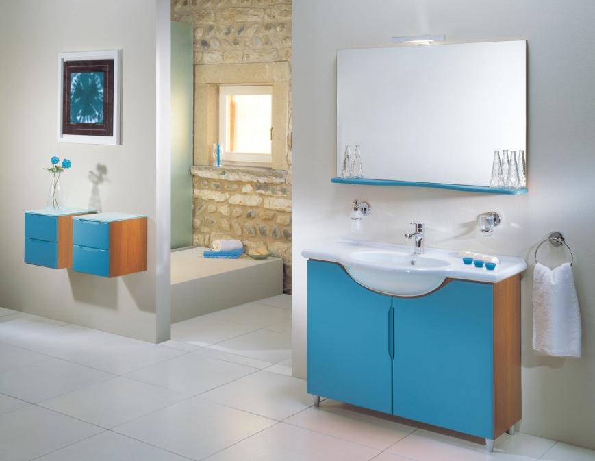 Mobile bagno con ante laccate azzurro cielo benigni mobili