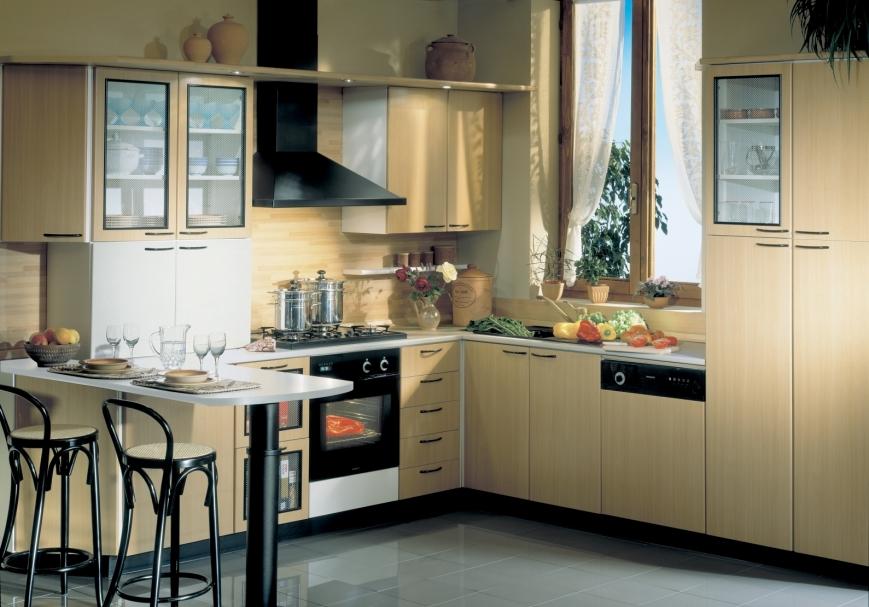 Cucina in laminato faggio con penisola benigni mobili - Laminato in cucina ...