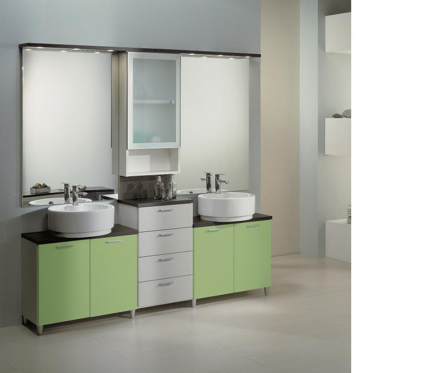 Mobile bagno in bianco grigio verdemela per residences - Bagno grigio e bianco ...