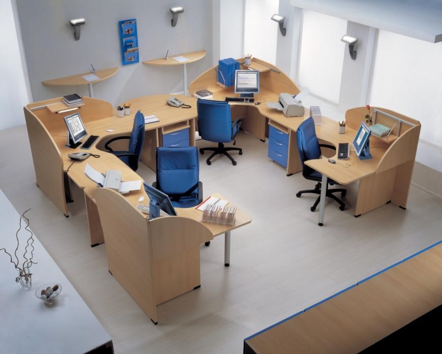 0780 scrivania con piano stondato ad angolo e benigni mobili for Mobili per ufficio treviso