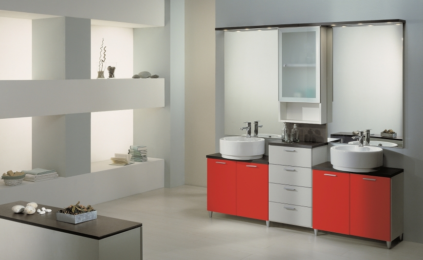 Mobile bagno in laminato bianco rosso grigio benigni mobili for Dipingere mobili laminato
