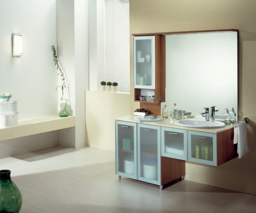Mobile bagno semisospeso con ante a telaio in alluminio vetro